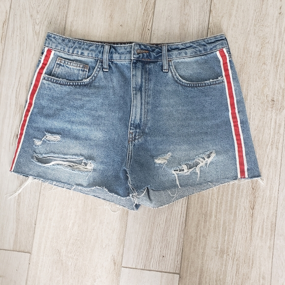 Forever 21 Pants - High Rise Denim cut off jeans
